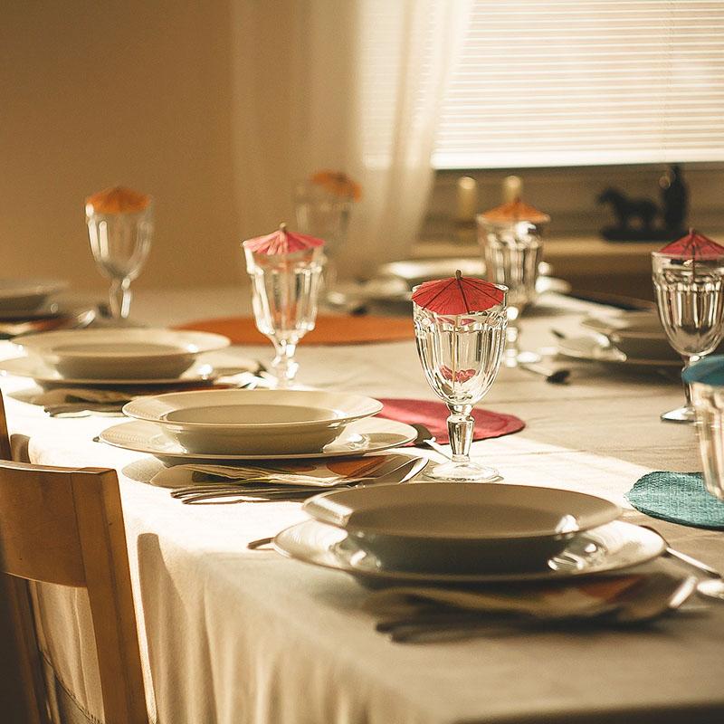 vino-per-pranzo-in-famiglia-con-i-parenti